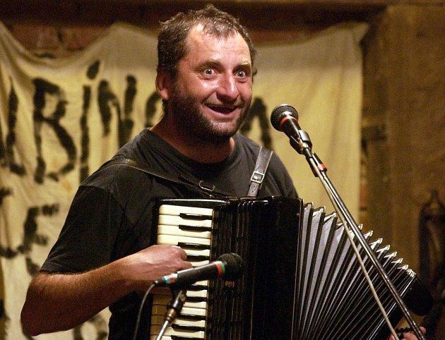 Písničkář Václav Koubek.