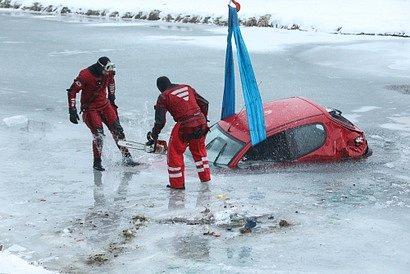 Těžká práce hasičů…