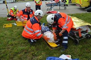 Středeční cvičení hasičů, policistů a záchranářů Autobus 2018 prověřilo jejich spolupráci při nehodě s mnoha zraněnými.