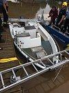 Případná potopení dalších lodí budou schopni vyřešit hlubočtí hasiči, neboť budou disponovat podobnou lodí, jakou mají na fotografiích policisté.