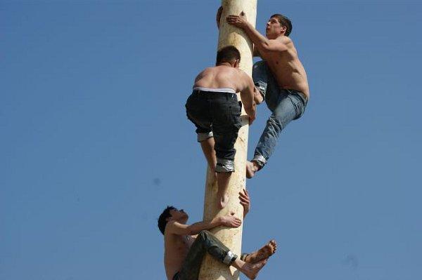 Lidoví akrobaté riskují.