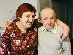 Nový život společně prožívají v Domě s pečovatelskou službou v Týně nad Vltavou Marie Hrubá (66) s manželem Oldřichem Hrubým (67). Poznali se přes inzerát v časopise, který si muž podal.