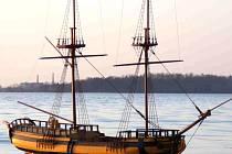 Podle modelu už v Suezu začali lodníci stavět repliku lodi La Grace.