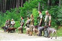 Vycvičit loveckého psa není snadný úkol. Ještě náročnější je ale absolvovat zkoušky. Je to především prověrka psychiky, nejen vůdcovy, ale i té psí.