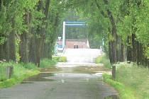 Pondělní ráno na Českobudějovicku. Most přes Malši v Roudném.