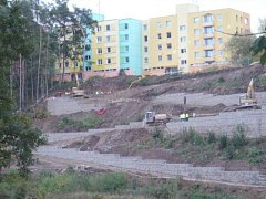 Stavba stezky ze sídliště Hlinecká ke sportovnímu areálu.