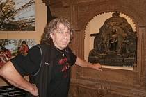 Cestovatel, fotograf a horolezec Rudolf Švaříček v expozici o Nepálu, která je součástí jeho unikátní výstavy z Asie nazvané Šangri-la v českobudějovickém Jihočeském muzeu.