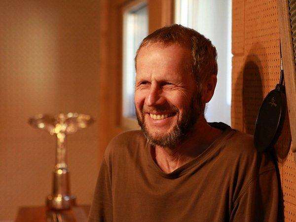 Písecký písničkář Jiří Smrž (59let) získal cenu Anděl za své nové album Kořeny. Má již tak druhého Anděla vkategorii folk a country, prvního získal za předchozí album Poslední láska.