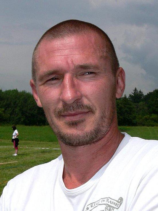 Pavla Němce ze Světví, který vyhrál sobotní soutěž v pojídání koblih.