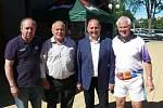 Setkání sportovních osobností pod hlubockým zámkem, do svého areálu je pozval Milan Vopička