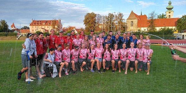 Bronz získal na mistrovství republiky ve frisbee, které se konalo 8.a 9.září vČeských Budějovicích, vženské kategorii spolupořádající tým 3SB zčeskobudějovického Sokola.