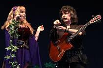 Skupina Blackmore's Night, zleva Candice a Ritchie. Zahrají 14. července 2015 v Českém Krumlově.
