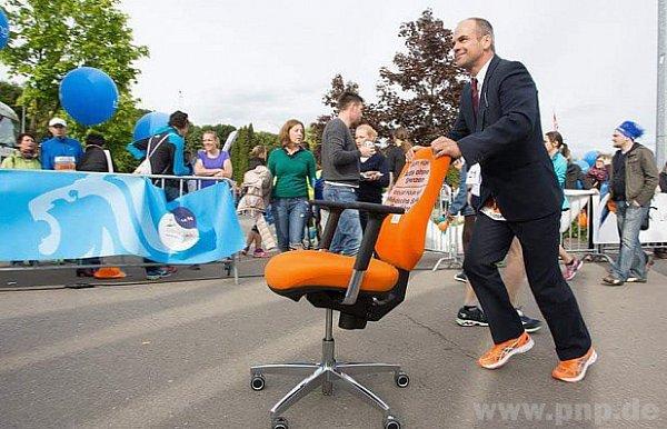 Na trase maratonu - sotáčecí židlí!