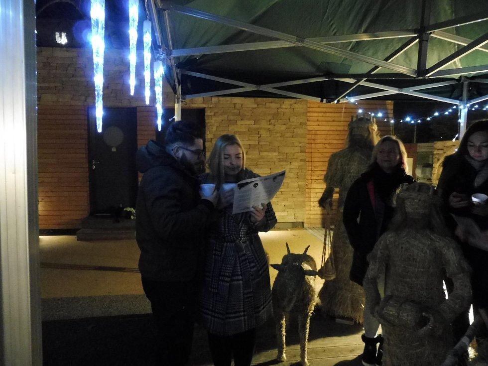 Česko zpívá koledy 2019 v kavárně Bosonoha v Českých Budějovicích.