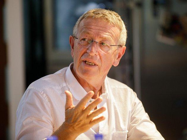 Do senátu kandiduje Ladislav Faktor.