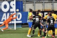 Tuto střelu Kladrubského z přímého kopu gólman Fendrich vyrazil: Dynamo - Opava v I. lize 0:1.