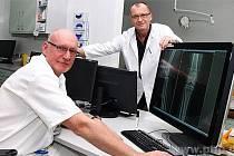 Chirurgové Thewanger (vlevo) a Huber.