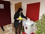 V Husinci mělo ve čtvrt na čtyři odvoleno 128 lidi z 1100 oprávněných voličů.