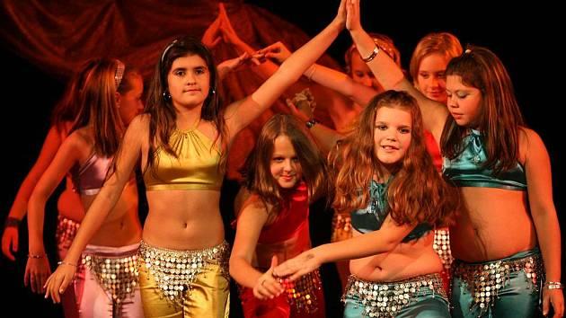 Dívky z budějovické školy orientálního tance Samyah zvítězily v Praze na mezinárodní soutěži Talent Awards. Zabodovaly s tancem Honki Ponki.