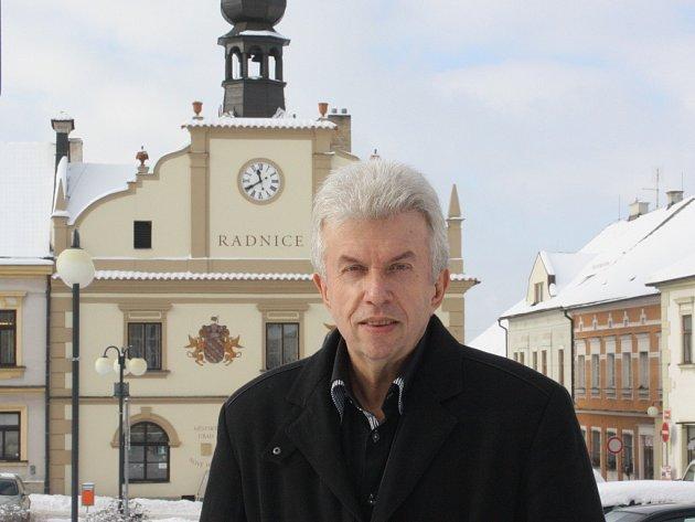 Jaroslav Svěcený se sám aktivně účastní příprav festivalu. Minulý týden se s organizátory sešel přímo v Nových Hradech.