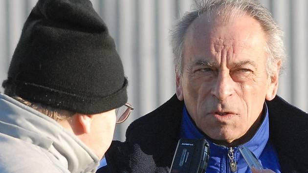 Trenér Dynama ČB František Cipro.