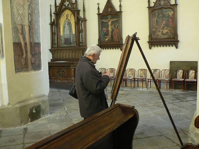 V bývalém klášteře (původně dominikánském) na Piaristickém náměstí v Českých Budějovicích se v sobotu konal program u příležitosti nadcházejících Velikonoc. Na snímku jeden z návštěvníků František Růžička z Českých Budějovic.