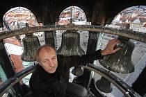 Zvonkohra na českobudějovické radnici. Na snímku vedoucí oddělení správy radnice Jan Michl.