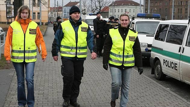 Členové policejního antikonfliktního týmu jsou odborníky na vyjednávání s veřejností.
