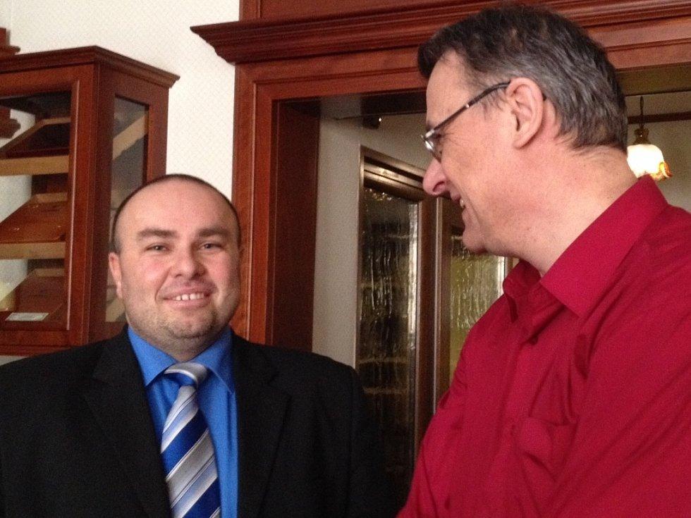 Nový magisterský studijní obor představili zástupci VŠTE v úterý. Na snímku rektor Marek Vochozka s mediálním zástupcem školy Zdeňkem Zuntychem.
