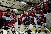 JSOU VE FINÁLE. Hokejisté Strakonic se radují z překvapivého postupu do finále krajské ligy.