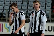 Zdeněk Linhart (vpravo) přispěl k remíze juniorky Dynama se Slavií dvěma góly.