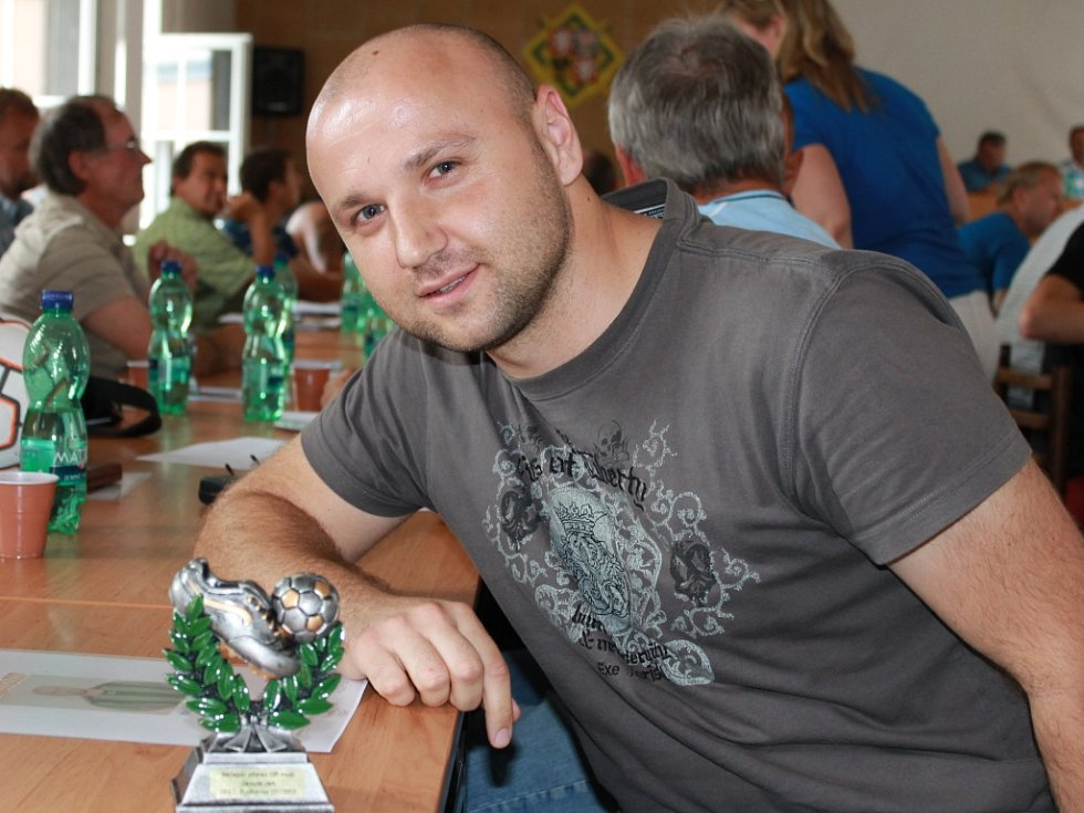 Nejlepší kanonýr OP mužů Jan Janura dal v dresu SK Čt. Dvory B 21 branek. Fotbalisté na Českobudějovicku od úterý znají rozlosování nižších soutěží.