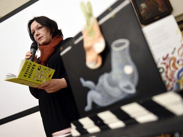 Na podzim přijde do kin rodinný animovaný dobrodružný snímek Lichožrouti. Ukázky vidělo jako první jihočeské publikum na festivalu Anifilm vTřeboni. Na snímku ilustrátorka a autorka scénáře Galina Miklínová.