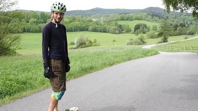 Netradiční dopravní prostředek zvolil pro svou cestu kolem republiky Pavel Šimeček.