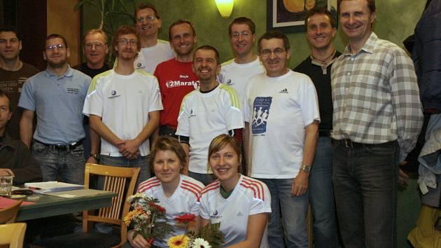 """Ti, kteří v roce 2007 uběhli minimálně jeden maraton, a bydlí v Č. Budějovicích a okolí, se sešli v baru Citro. """"Bilancovali jsme sezonu a  bavili se o plánech pro další rok."""" V lednu roku 2008 se poběží maraton v českobudějovickém Mercury centru!"""