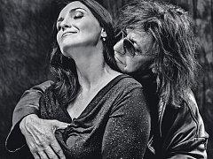 Blanka Šrůmová a Jan Sahara Hedl spolu založili kapelu Něžná noc. Teď vydávají debutové CD Neměj strach.