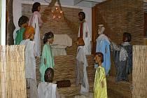 Originální výstavu, na které jsou k vidění i unikáty z dílny loutkáře Matěje Kopeckého, mají nyní možnost zhlédnout zájemci v sále U Králů v Ledenicích.