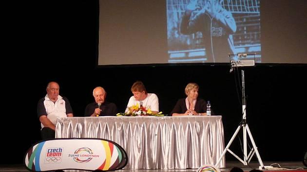 Jaromír Bosák moderoval besedu s olympioniky Neumannovou, Mejtou a Procházkou