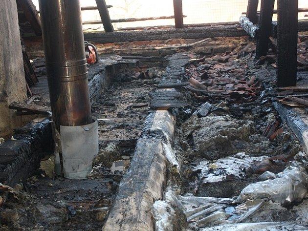 V Libníči hořela střecha rozestavěného domu.