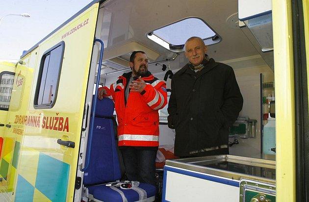 Šéf jihočeské záchranky Marek Slabý s bývalým hejtmanem Janem Zahradníkem.