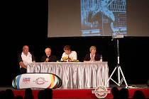 V rámci kampaně Žijeme Londýnem besedovali (zleva) Procházka, Mejta, moderátor Bosák a Neumannová.