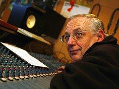 Zvukař Jan Friedl opatroval dlouhá léta ve svém archivu nahrávky skupiny Minnesengři, na nichž zpívá Pavlína Braunová, která je od 6. srpna 1988 nezvěstná. Nyní písně vyšly na desce Bílé místo.