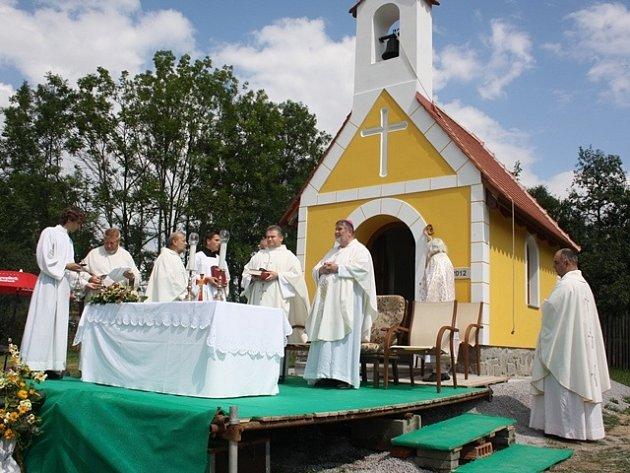Svěcení kapličky v zaniklých Jaroslavicích.