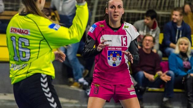 POSILA. EVA Kračmanová (č. 13) se uvedla v utkání proti Slavii.