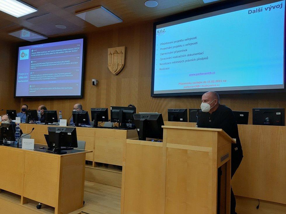 Kvůli chystanému rozšíření parkovacích zón v Českých Budějovicích uspořádala radnice prezentaci přes internet.