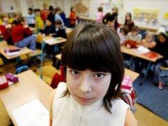 Malé školačky patří k nejčastějším obětem pedofilů.  Ilustrační foto.