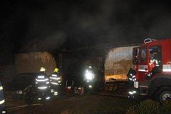 Příčinu požáru v Nesměni dál šetří specialisté. Předběžně muž přišel o život zřejmě kvůli své nedbalosti.
