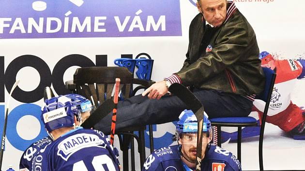Pouhé dva zápasy vynechal trenér Motoru Václav Prospal kvůli operovanému kolenu. V neděli proti Zlínu už obětavě velel svým svěřencům na střídačce z barové stoličky.