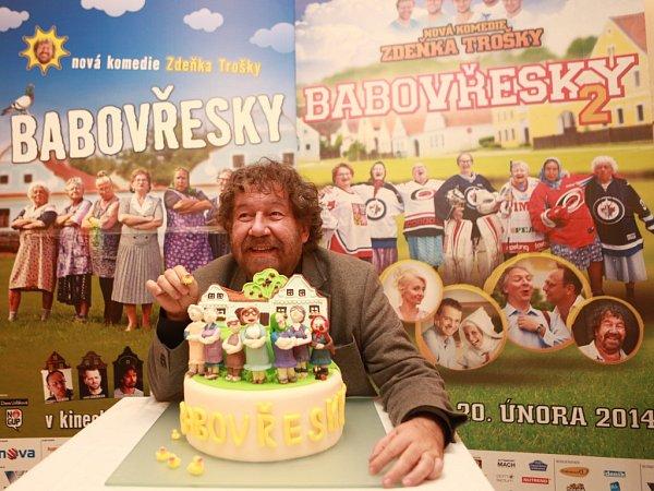 Když měla komedie Babovřesky 2předpremiéru vTýně nad Vltavou, dostal režisér Zdeněk Troška dort.