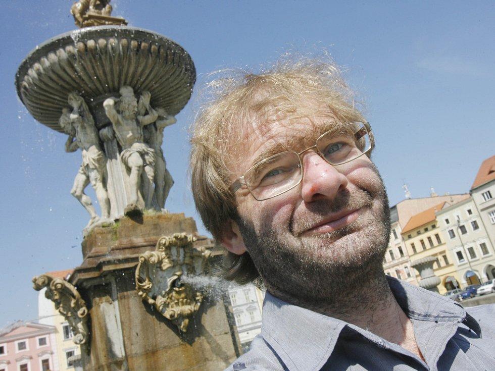 Režisér Tomáš Binter z Českých Budějovic natočil film 100x nic a podílel se na klipu k Písni práce od skupiny Buty.